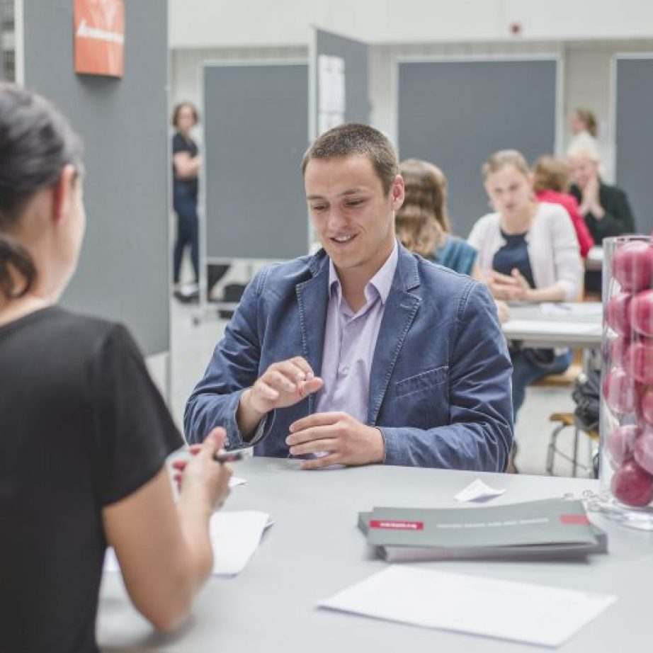 TUM Student bei Unternehmens Speed Dating am Career Day 2019