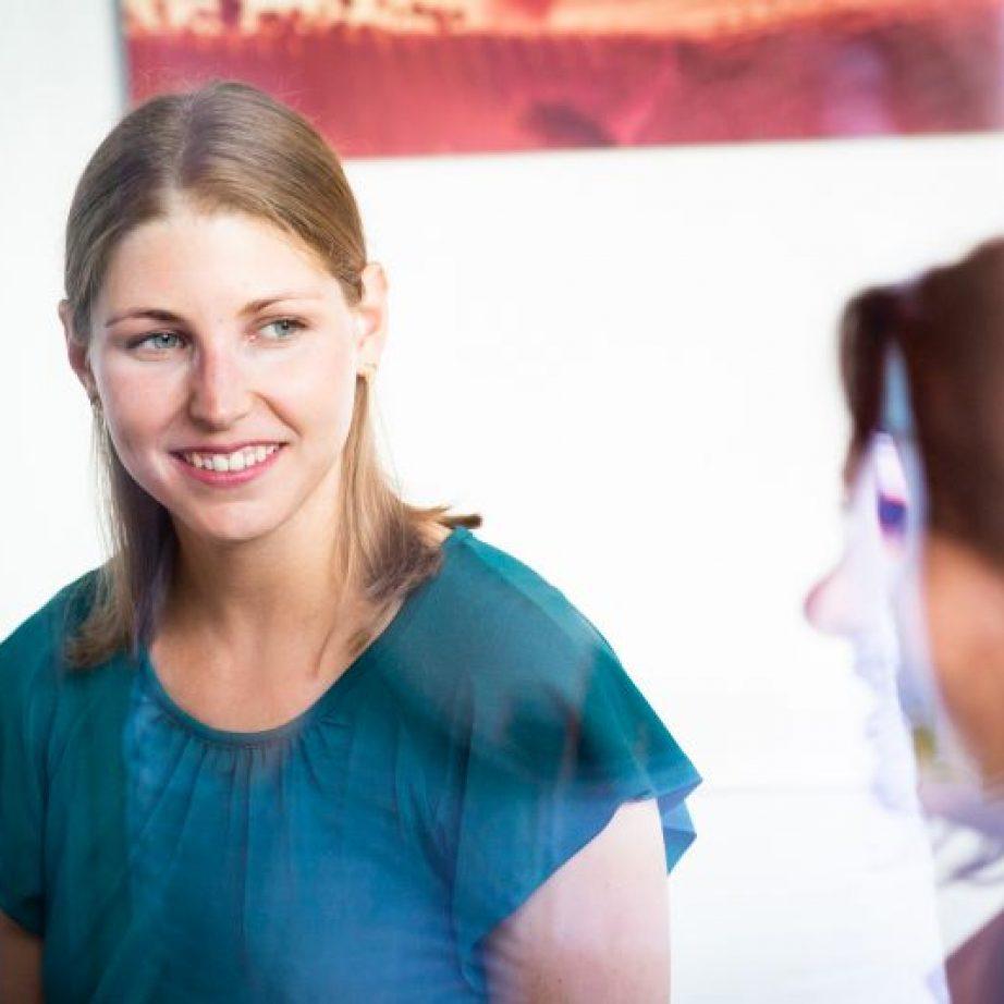 Bei TUM Mentoring stehen TUM Alumni ihren Mentees bei Fragen zur Seite und teilen als Sparringspartner wertvolle Erfahrungen.