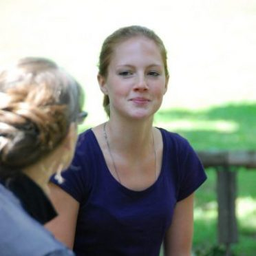 Studentin im Gespräch mit ihrer Mentorin