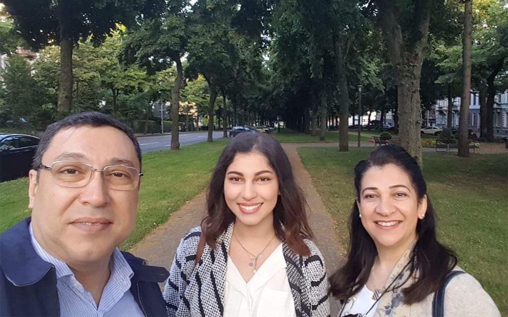 Prof. Dr. Inas Abdelaziz und Prof. Dr. Hossam Sherif mit ihrer Tochter