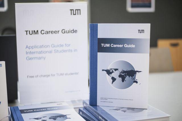 Abbildung des TUM Career Guide.