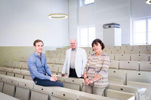 Alumni in einem Hörsaal der TUM.