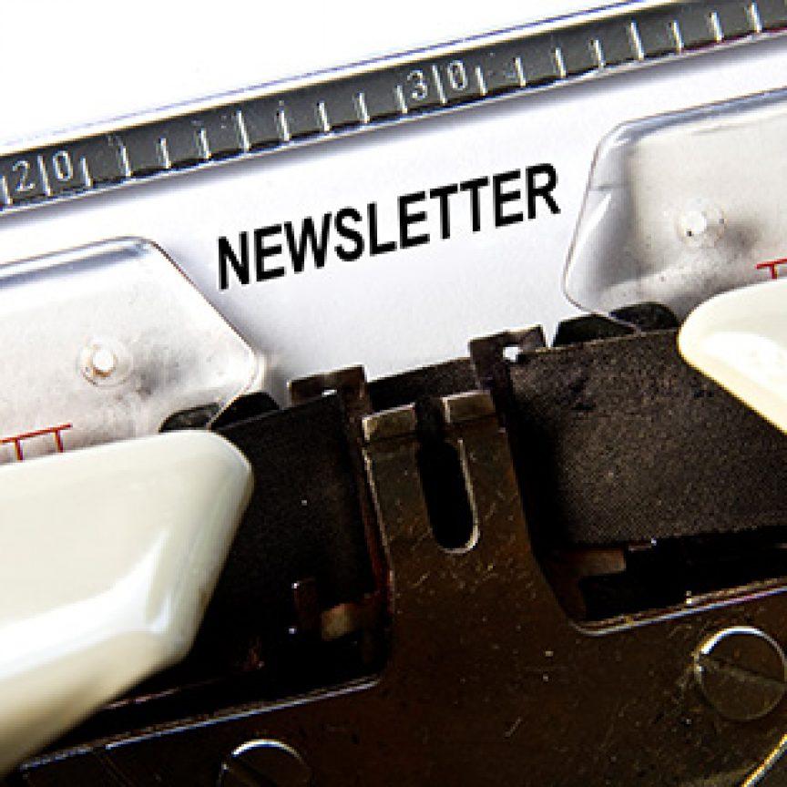 Das geschriebene Wort Newsletter auf einem Blatt in der Schreibmaschine.
