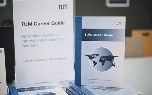 Picture of the TUM Career Guide.