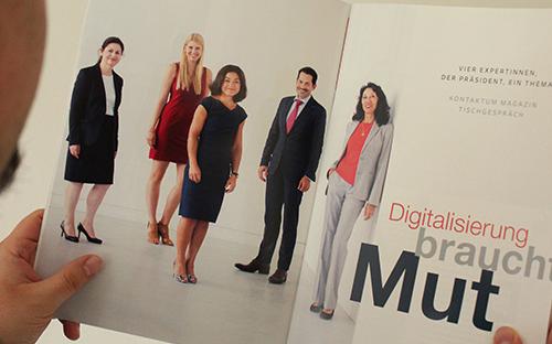 Eine Doppelseite aus dem Alumni-Magazin zum Thema Digitalisierung.