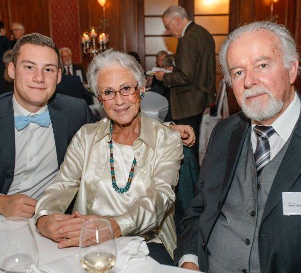 Jubilar mit Ehefrau und Enkelsohn