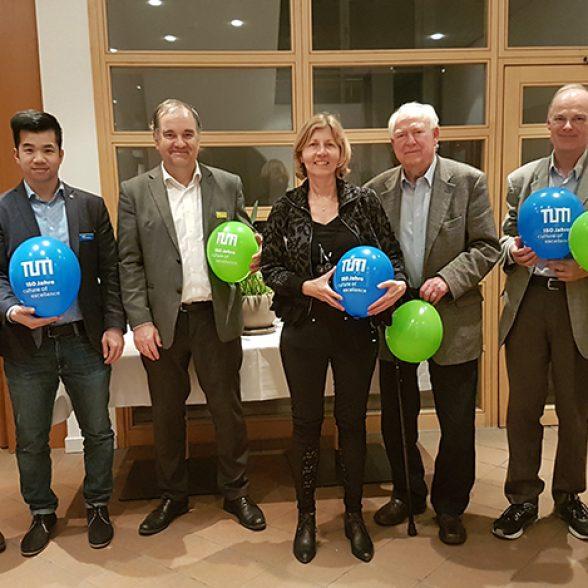 Seven TUM Alumni met up at the Dine Around the Worldevening in Bad Vilbel near Frankfurt.