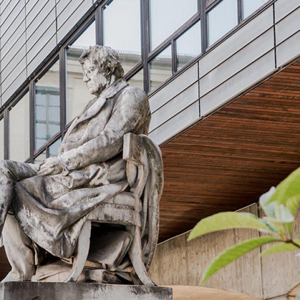Denkmal Georg Simon Ohm am Nordcampus der TU München