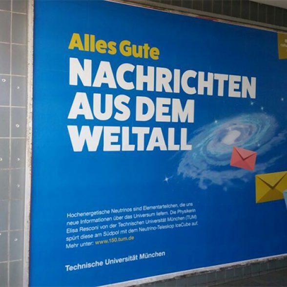 Jubiläumsplakate am S-Bahnhof Donnersberger Brücke.