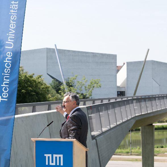 TUM Jubiläumsbrücke.