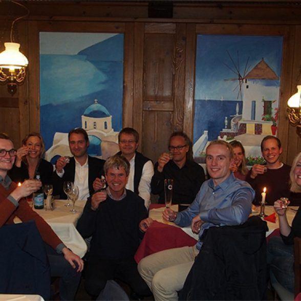 TUM Alumnus Dr. Peter Großhauser and a group of TUM Alumni together toast the 150th anniversary of TUM.