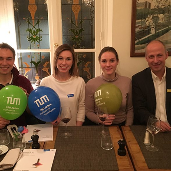 TUM Alumnus Dr. Christoph Heinemann with other former TUM students at the DATW meet-up in Paris.