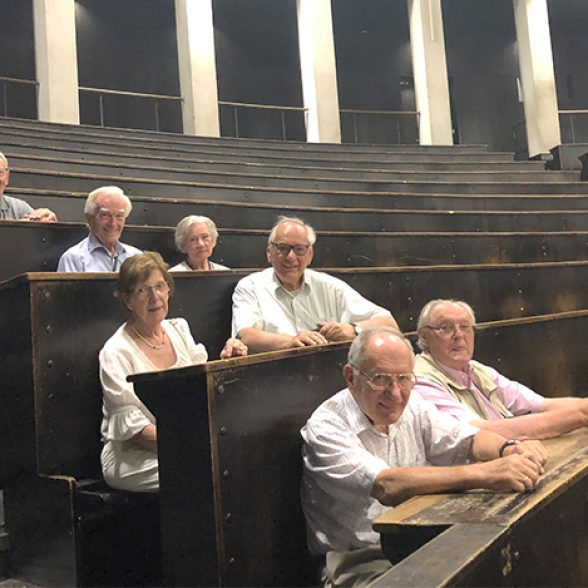 Former students in the lecture hall at TUM