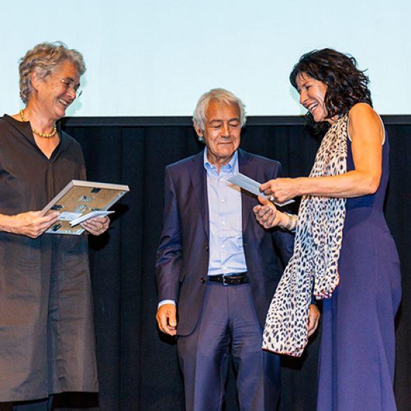 The TUM Alumni Prof. Donata Valentien and Prof. Christoph Valentien were awarded the Bavarian Architecture Prize 2018 in the Freiheiz-Halle in Munich on July 24, 2018