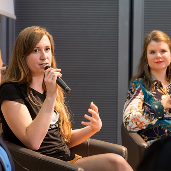 The three speakers discuss with one another on the podium at the 2019 Women of TUM Talks.