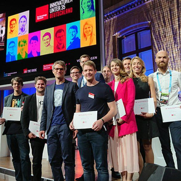 """The freshly awarded """"Innovators under 35"""", with four TUM Alumni among them."""