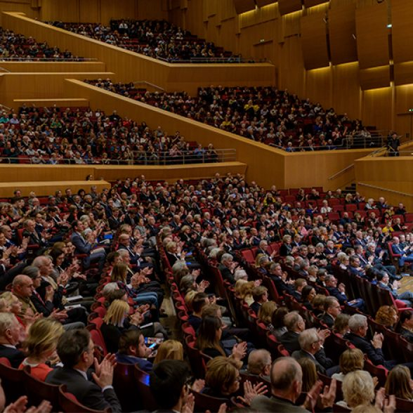 Advent concert in Munich's Philharmonic concert hall with the Munich Symphonic Ensemble and the TUM Choir under the direction of conductor Felix Mayer.