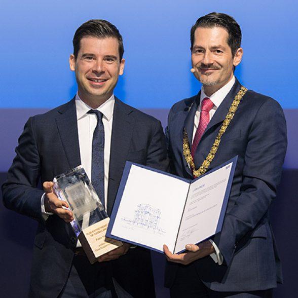 TUM Alumnus Felix Haas and TUM President Thomas F. Hofmann at the 2019 Dies academicus.