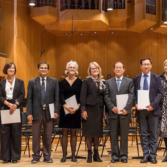 Group photo of the 2019 TUM Ambassadors 2019 with Vice-President Juliane Winkelmann and TUM President Thomas F. Hofmann.