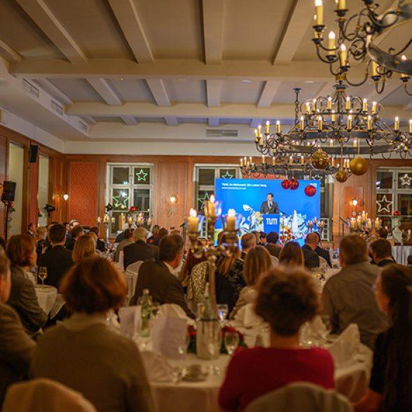 TUM-Präsident Thomas F. Hofmann spricht zu den Goldjubilaren des Jahres 2019.