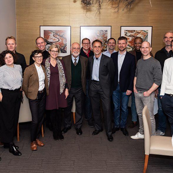 Group photo of the TUM Alumni with Vice-President Juliane Winkelmann.