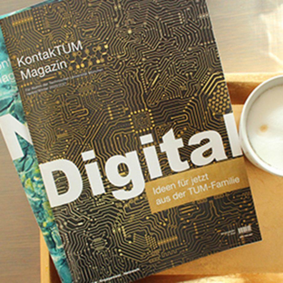Zwei Ausgaben des Alumni-Magazins KontakTUM.