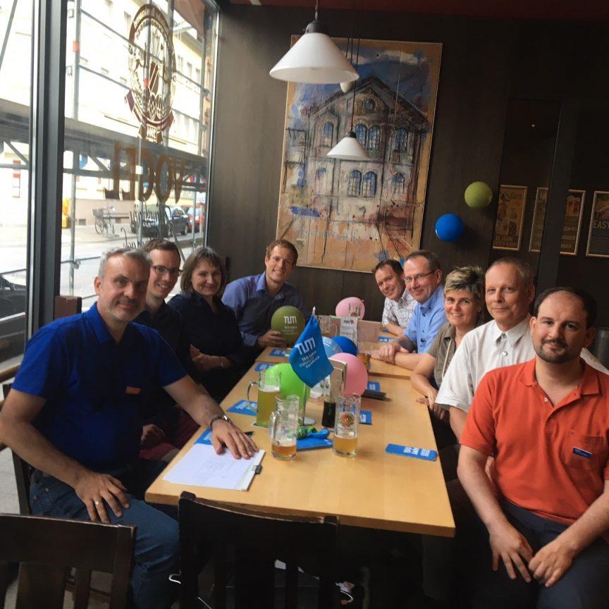 TUM Alumni bei ihrem regelmäßigen Treffen in Karlsruhe